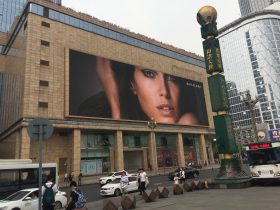 天府広場-IFS宣伝【霊蛇伝奇】芸術展-ブルガリ-BVLGARI