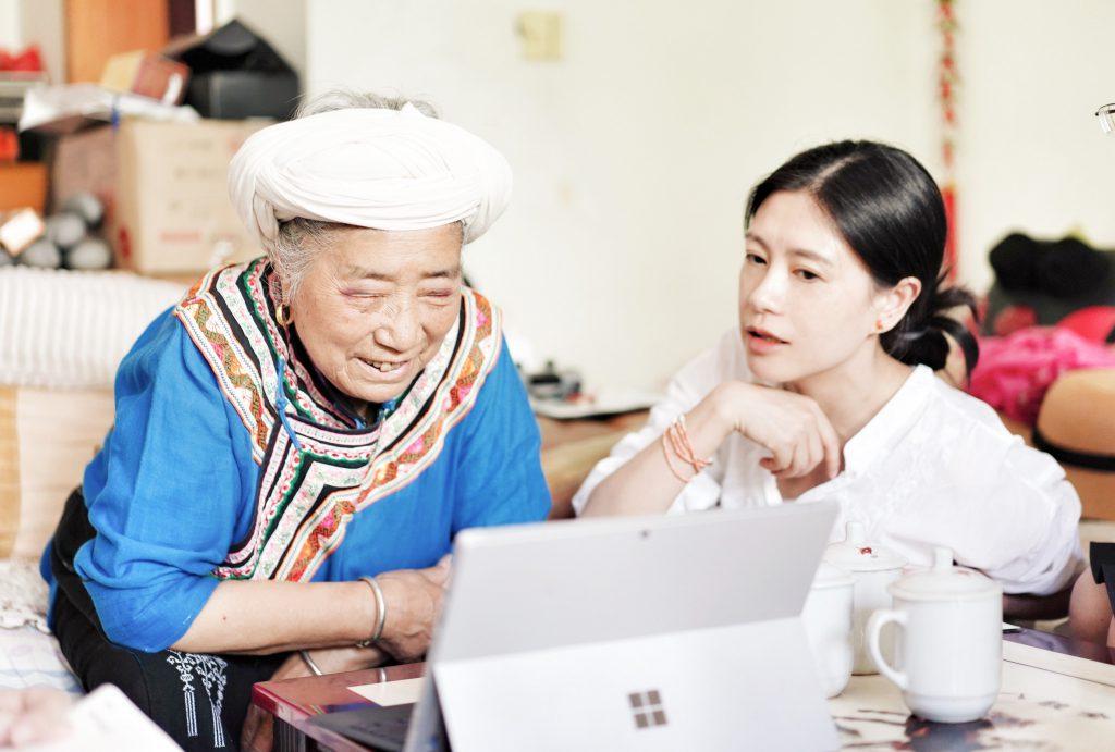 汪国芳-汶川喬娘羌繡-アバ・チベット族チャン族自治州-四川-撮影:肖飛舸