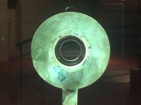 銅帶柄有領璧形器-銅器-展示ホール4-千載遺珍-金沙遺跡博物館-成都市