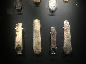 凹刃玉鑿【1】-展示ホール3-天地は絶えず-金沙遺跡博物館-成都市