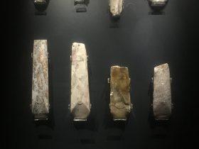 凹刃玉鑿【2】-展示ホール3-天地は絶えず-金沙遺跡博物館-成都市