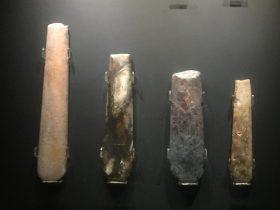 凹刃玉鑿【4】-展示ホール3-天地は絶えず-金沙遺跡博物館-成都市