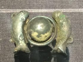 銀雙魚戲月紐扣-物色-明代女子の生活芸術展-四川博物院-成都市