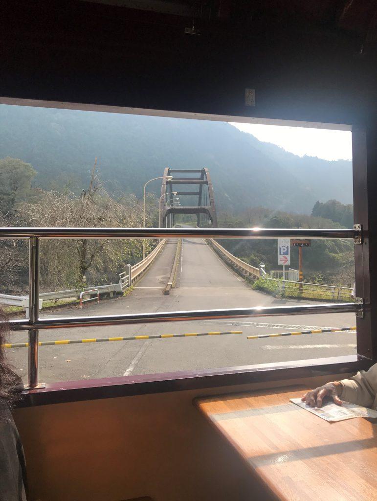 トロッコわたらせ渓谷号-紅葉を走るわたらせ渓谷トロッコと富弘美術館-はとバスの旅