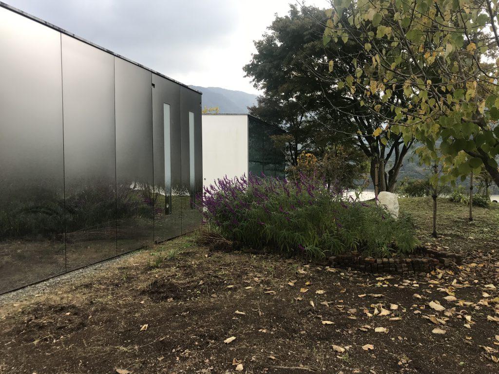富弘美術館-紅葉を走るわたらせ渓谷トロッコと富弘美術館-はとバスの旅
