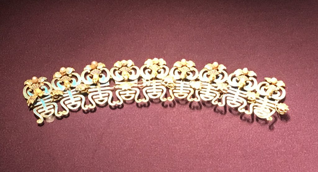 金鑲珠九蝠桃頭-万寿盛典-特別展-金玉琅琅-清代宮廷の儀式と生活-金沙遺跡博物館