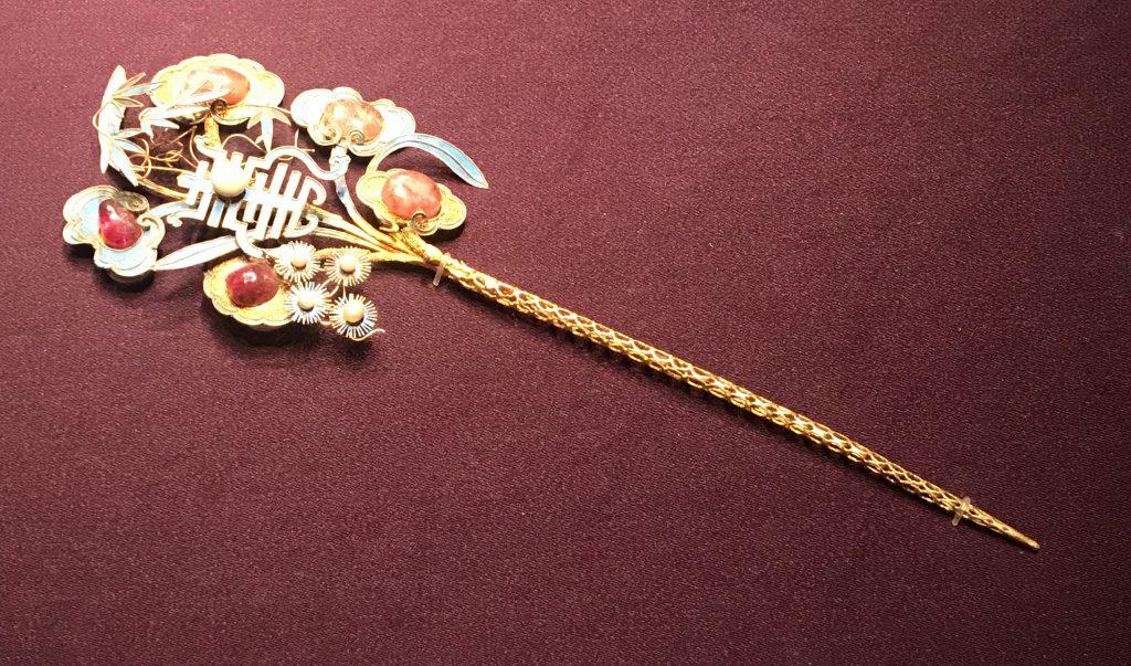 金鑲珠石松竹靈寿簪-万寿盛典-特別展-金玉琅琅-清代宮廷の儀式と生活-金沙遺跡博物館