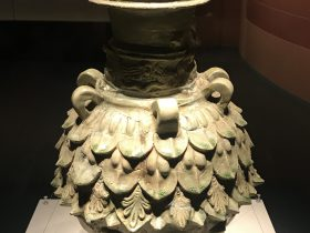 青瓷蓮花尊-二層覆蓮瓣-南梁--シルクロード仏影-特別展【映世菩提】成都博物館