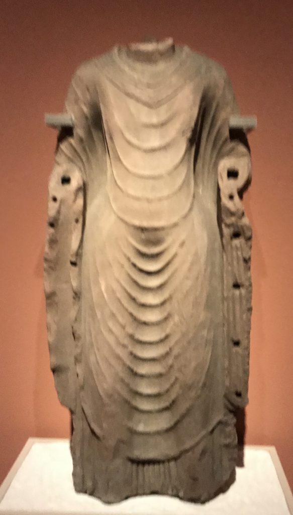阿育王像-薄衣貼身-北周-齊粱之変-特別展【映世菩提】成都博物館