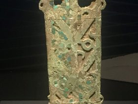 銅牌飾り-倉包包出土-総合館-三星堆博物館-広漢市-徳陽市-四川省