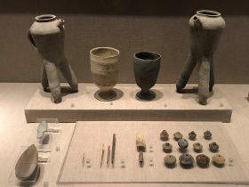 陶盉-石矛-骨錐-骨匕-陶紡輪など-先秦時代-常設展F2-成都博物館