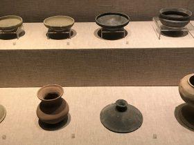 陶尖底盞-陶小平底罐-陶喇叭口罐-陶器蓋-陶豆-先秦時代-常設展F2-成都博物館