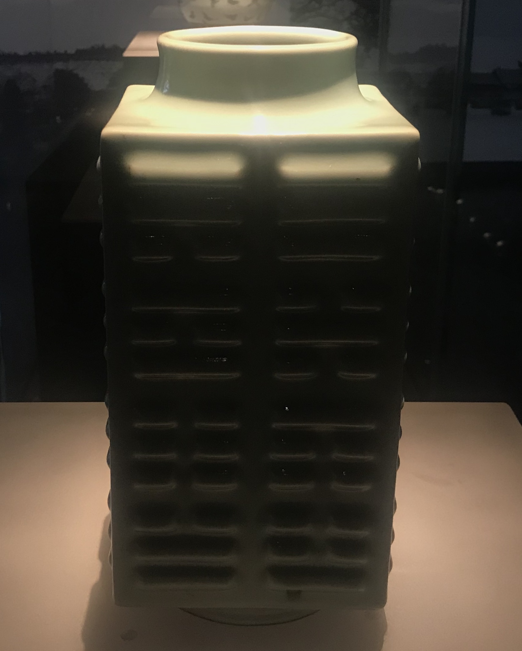 青花纏枝蓮紋磁双耳瓶-明清時代-常設展F3-成都博物館