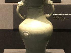 青釉纏枝蓮紋磁瓶-明清時代-常設展F3-成都博物館