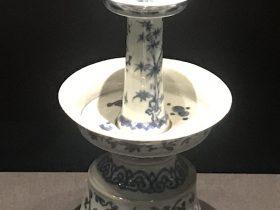 青花梅竹紋磁燭台-明清時代-常設展F3-成都博物館