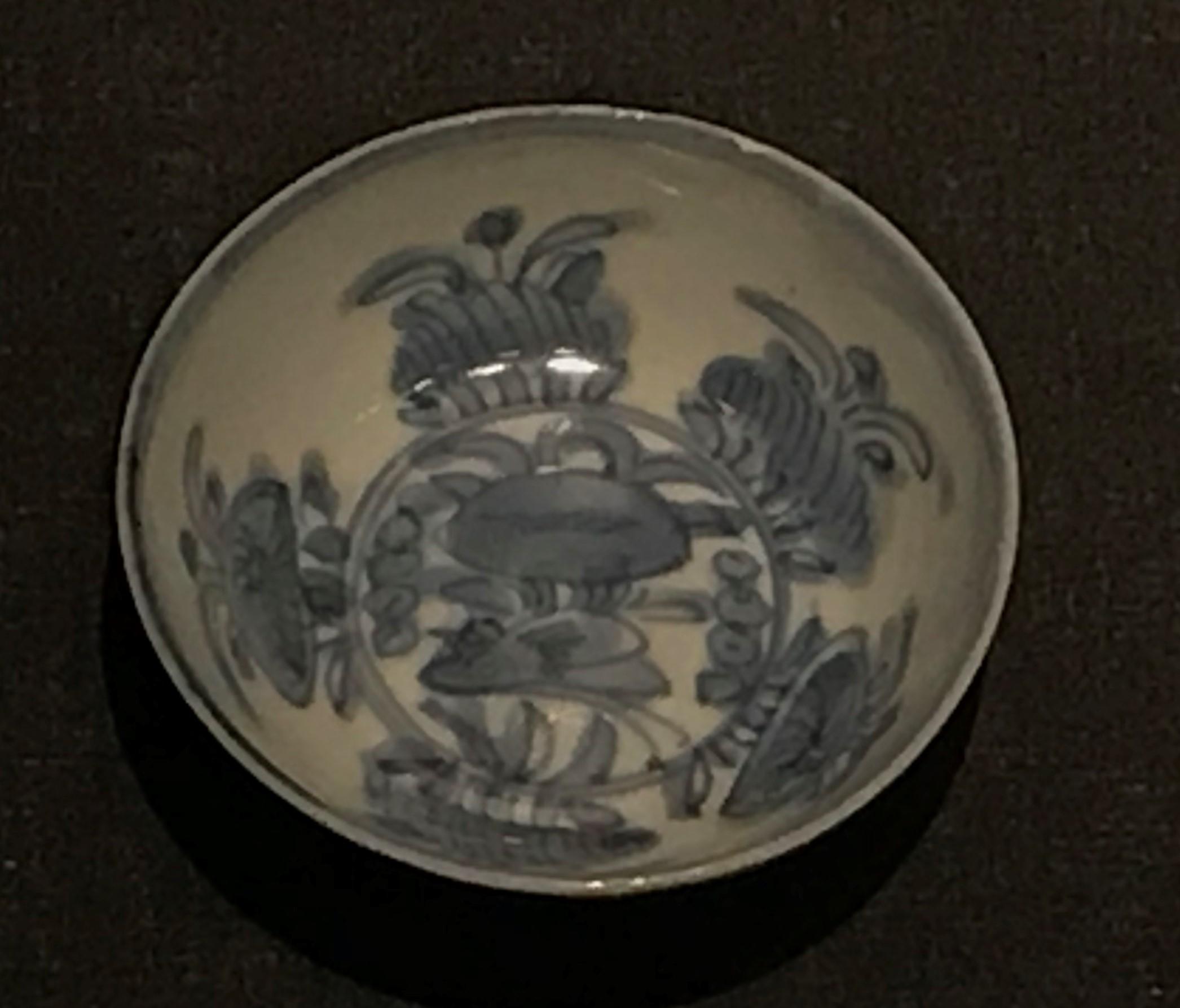 青花鶏蝶紋磁盞1-明清時代-常設展F3-成都博物館