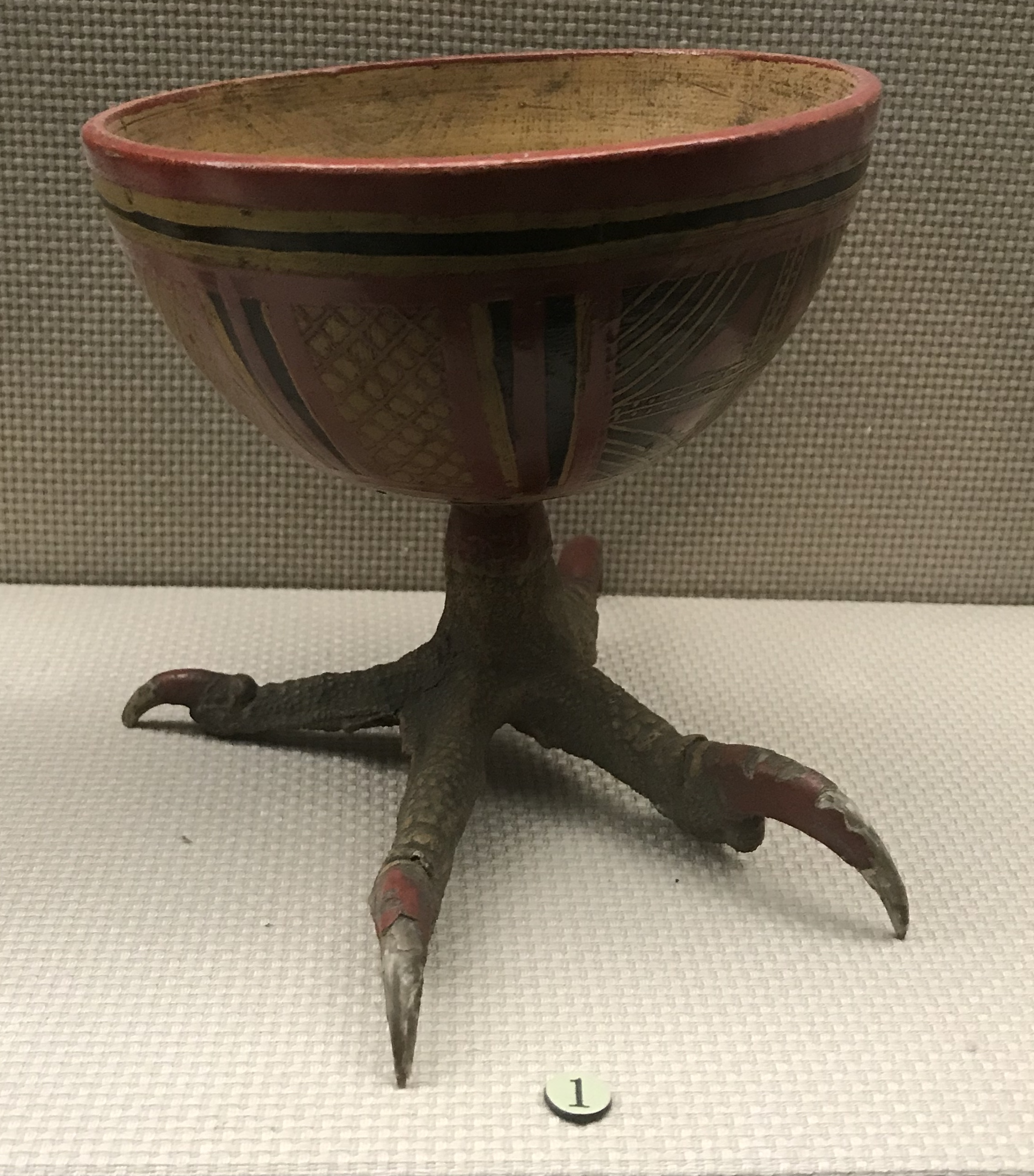 彩絵棱形網紋鷹爪足漆碗-高足双杯-鼓形扁酒壺-彜族漆器-四川民族文物館-四川博物館-成都