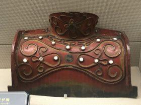 彩絵皮護胸-彜族漆器-四川民族文物館-四川博物館-成都