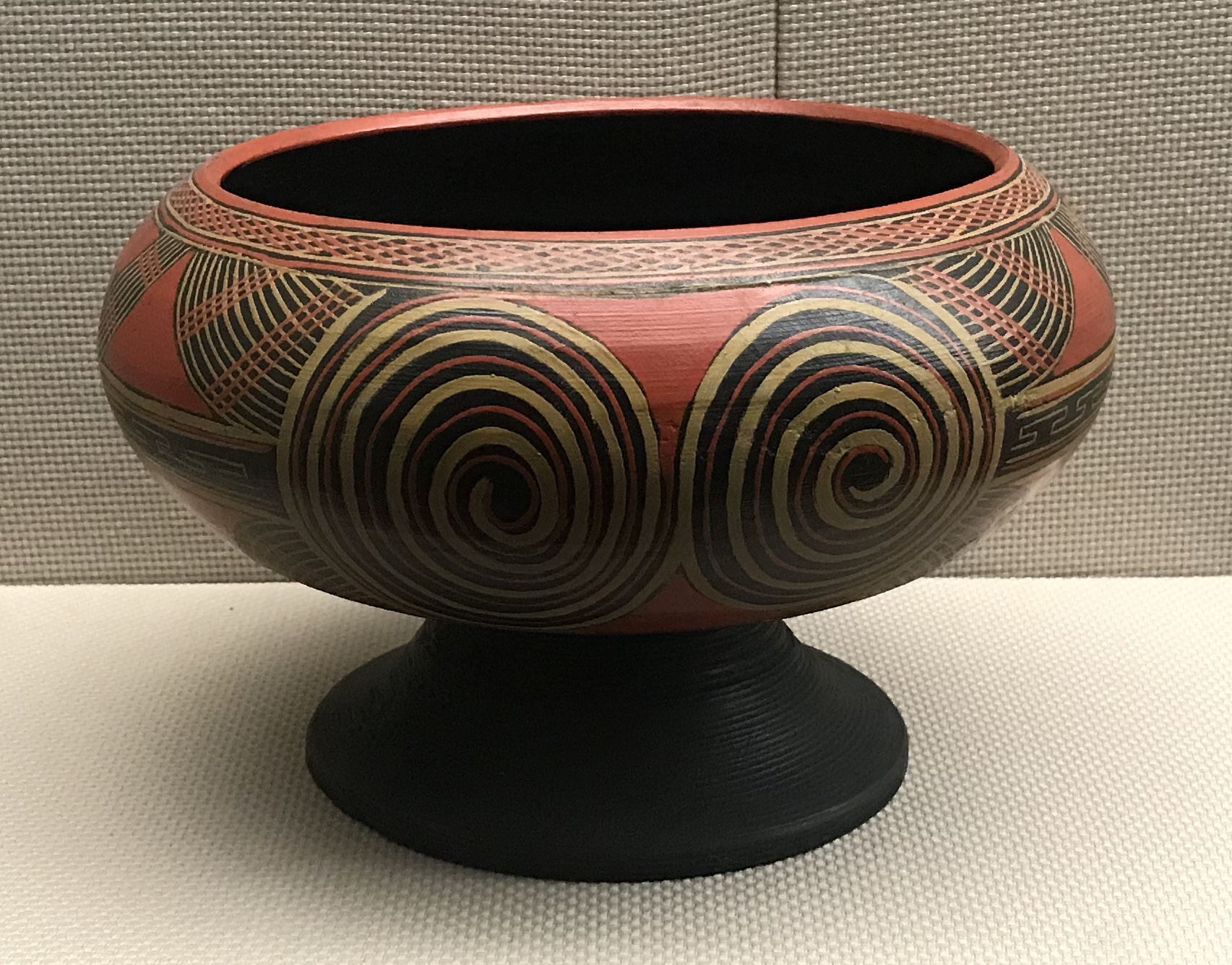 彩絵漆木盔-彜族漆器-四川民族文物館-四川博物館-成都