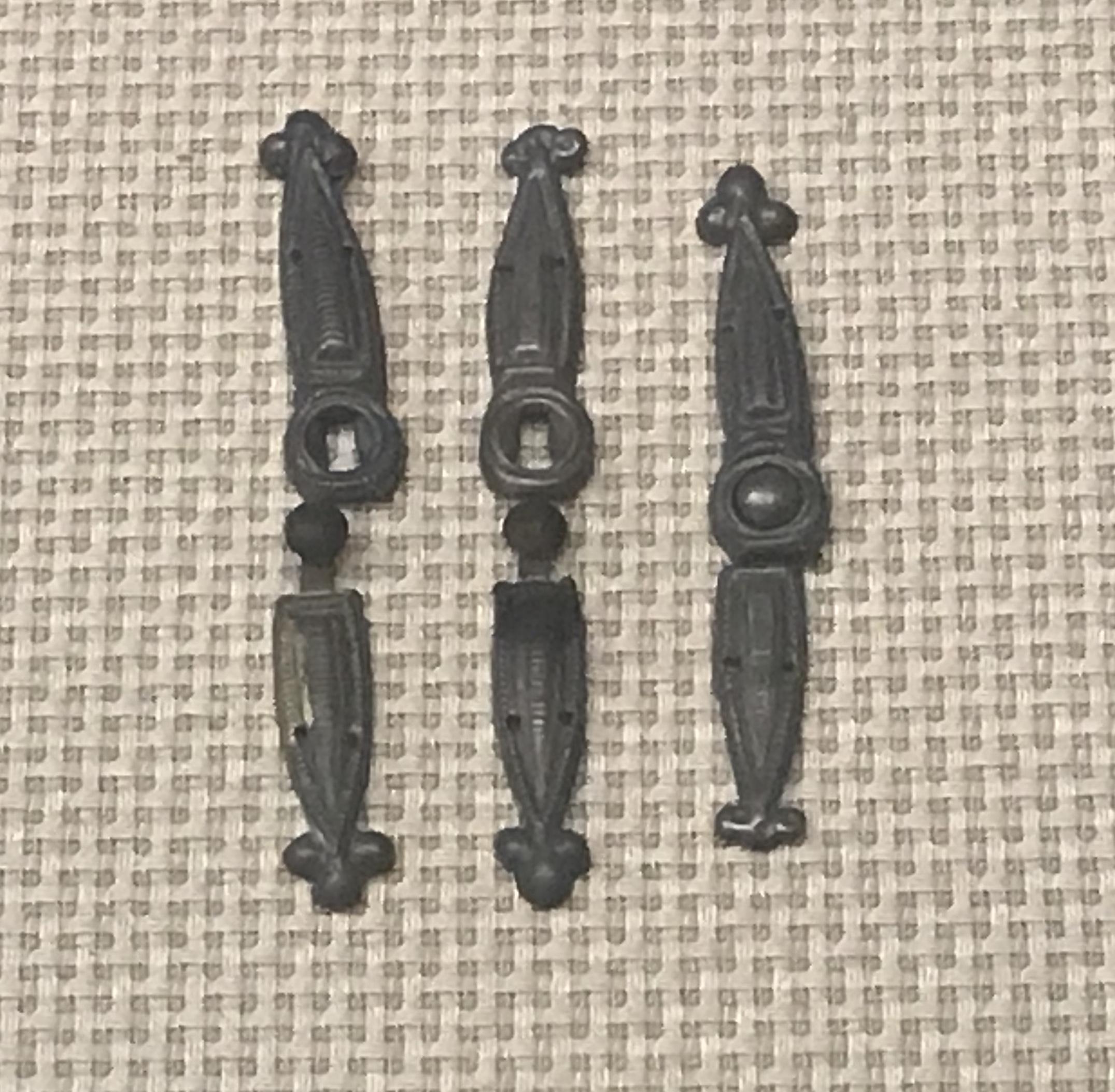 圓頂式銀ボタン-乳釘式銀ボタン-銀ボタン-彜族アクセサリー-四川民族文物館-四川博物館-成都