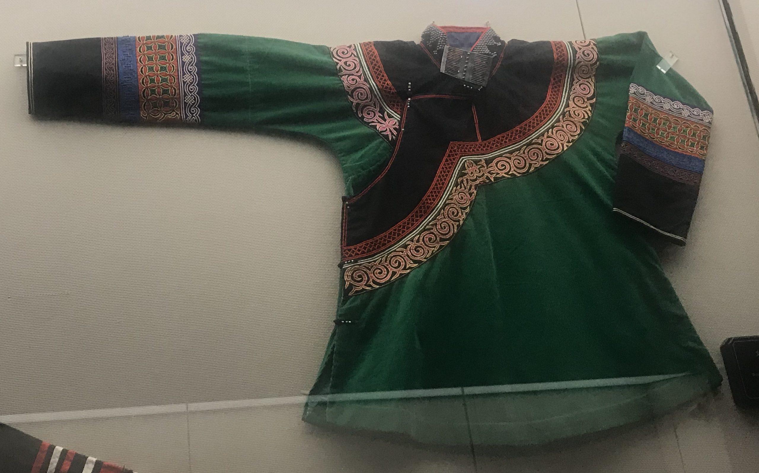 女式挑紮花上着-彜族衣装-四川民族文物館-四川博物館-成都