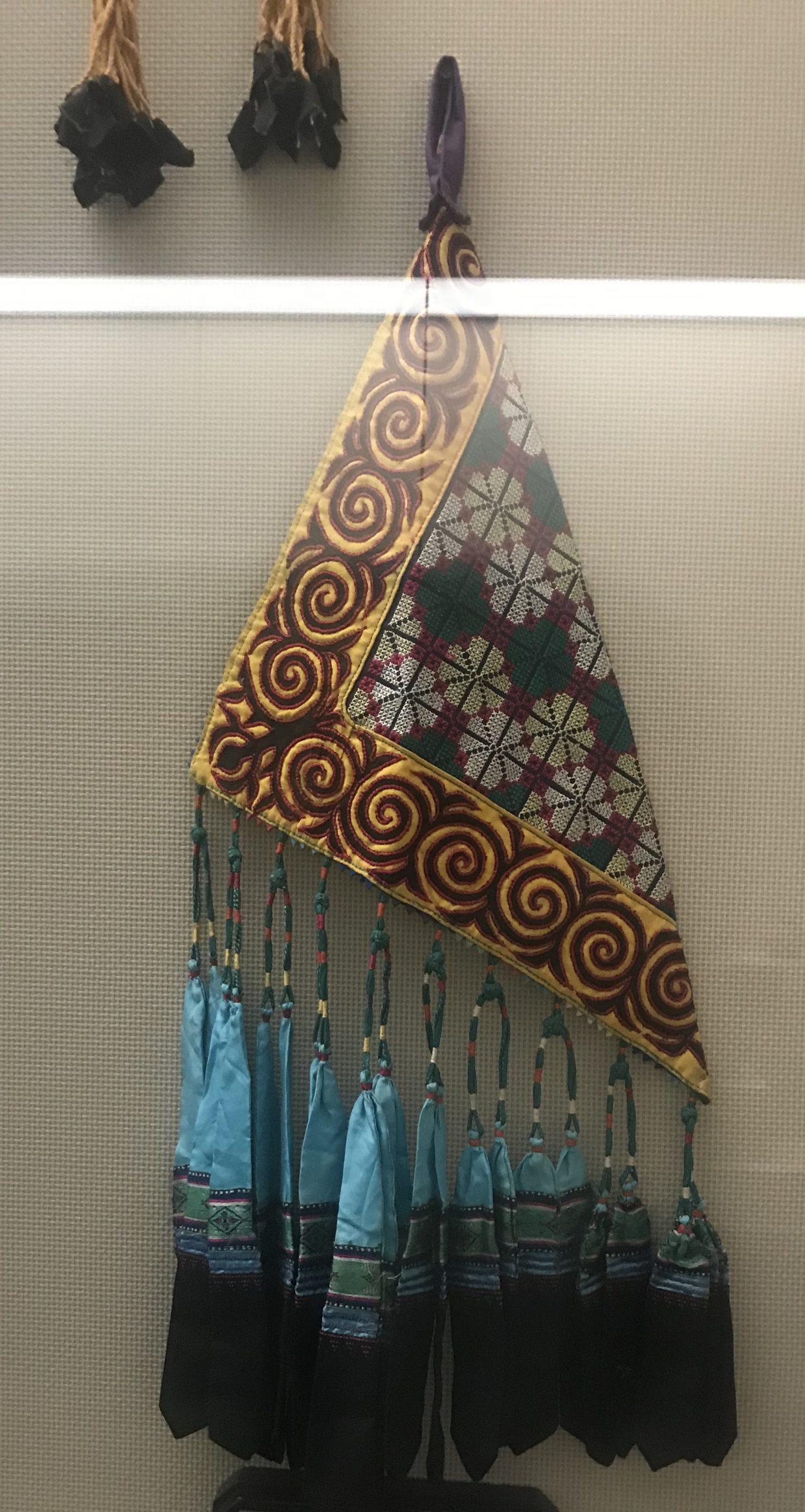 女式挑紮花荷包-彜族衣装-四川民族文物館-四川博物館-成都