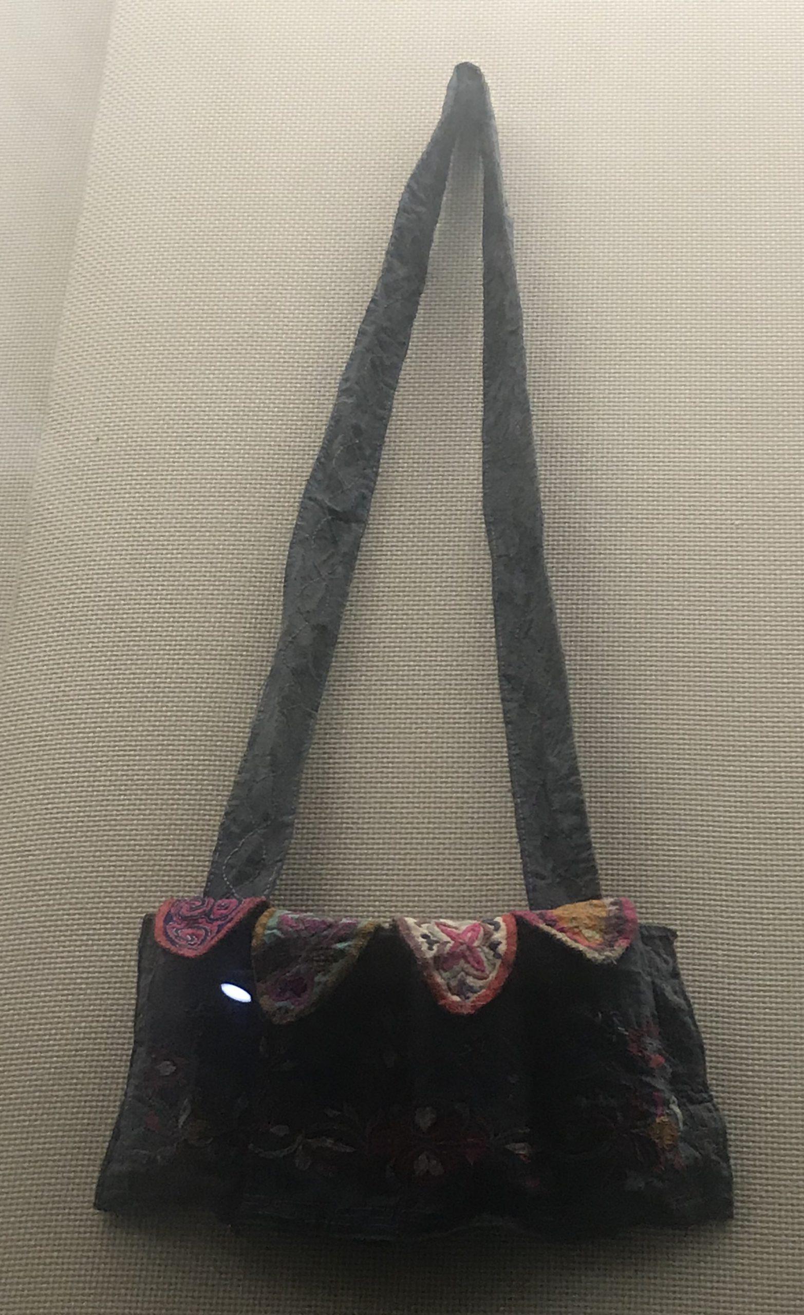 繍花弾薬鞄-チャン族衣装-四川民族文物館-四川博物館-成都