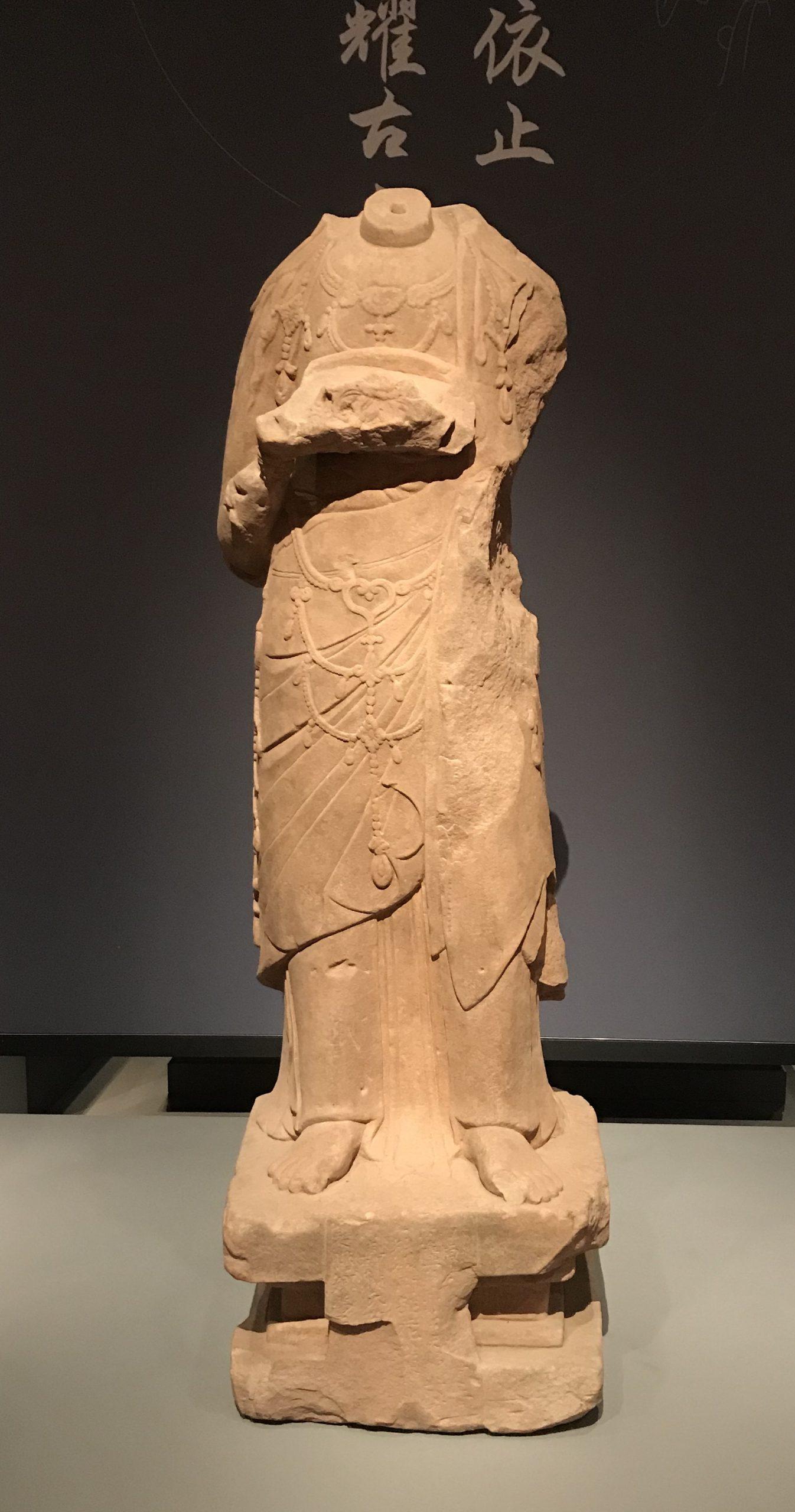 花供養菩薩-北宋-天下の大足-大足石刻の発見と継承-金沙遺跡博物館-成都