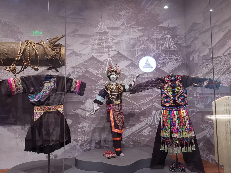 貴州民族博物館-迎賓大道-貴陽市-撮影:盧丁