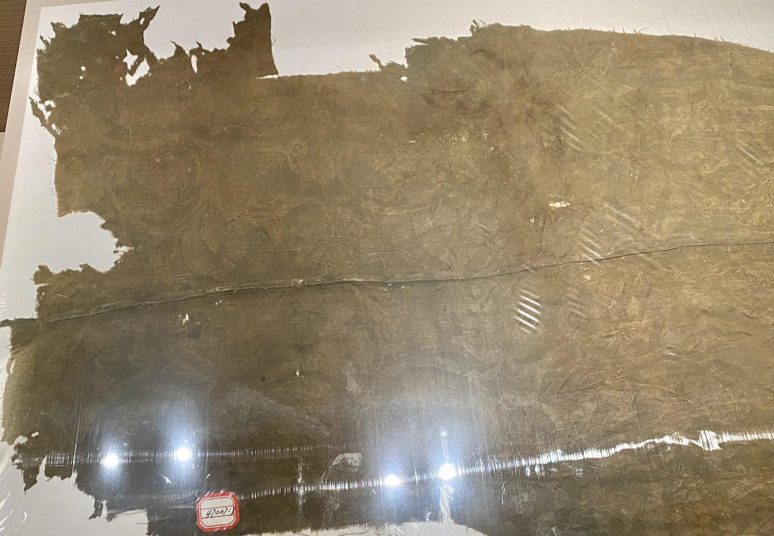 緑色纏枝葡萄綺-唐時代-巡回特別展【天歌長歌-唐蕃古道】-四川博物館