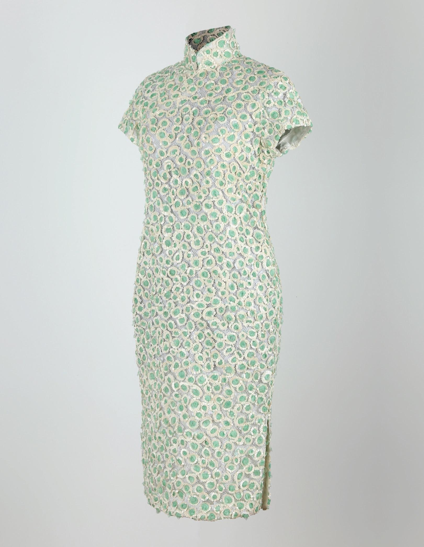 蕾絲絢帶釘片短袖旗袍「海上の明月、軽い裾に風を追う-江南の貴族と海派チャイナドレス」上海大学博物館-海派文化博物館