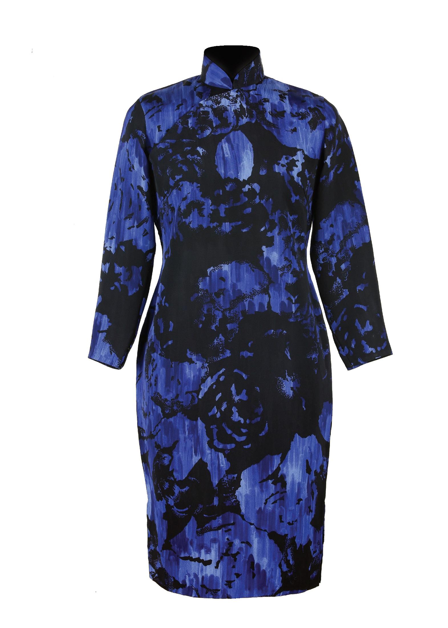 藍地黑色印花綢長袖旗袍「海上の明月、軽い裾に風を追う-江南の貴族と海派チャイナドレス」上海大学博物館-海派文化博物館
