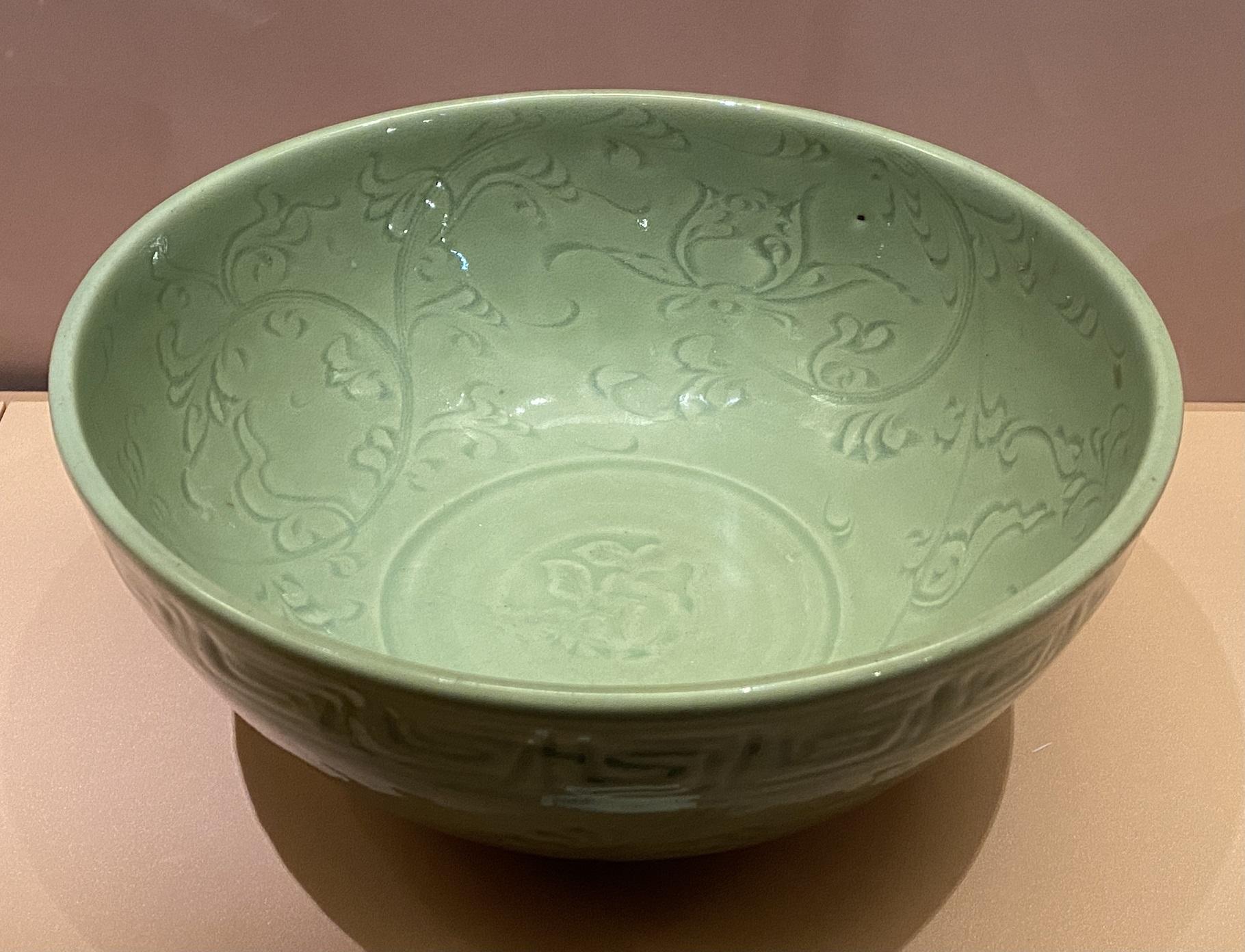 龍泉窯青釉纏枝蓮碗-明時代-特別展【食味人間】四川博物院・中国国家博物館