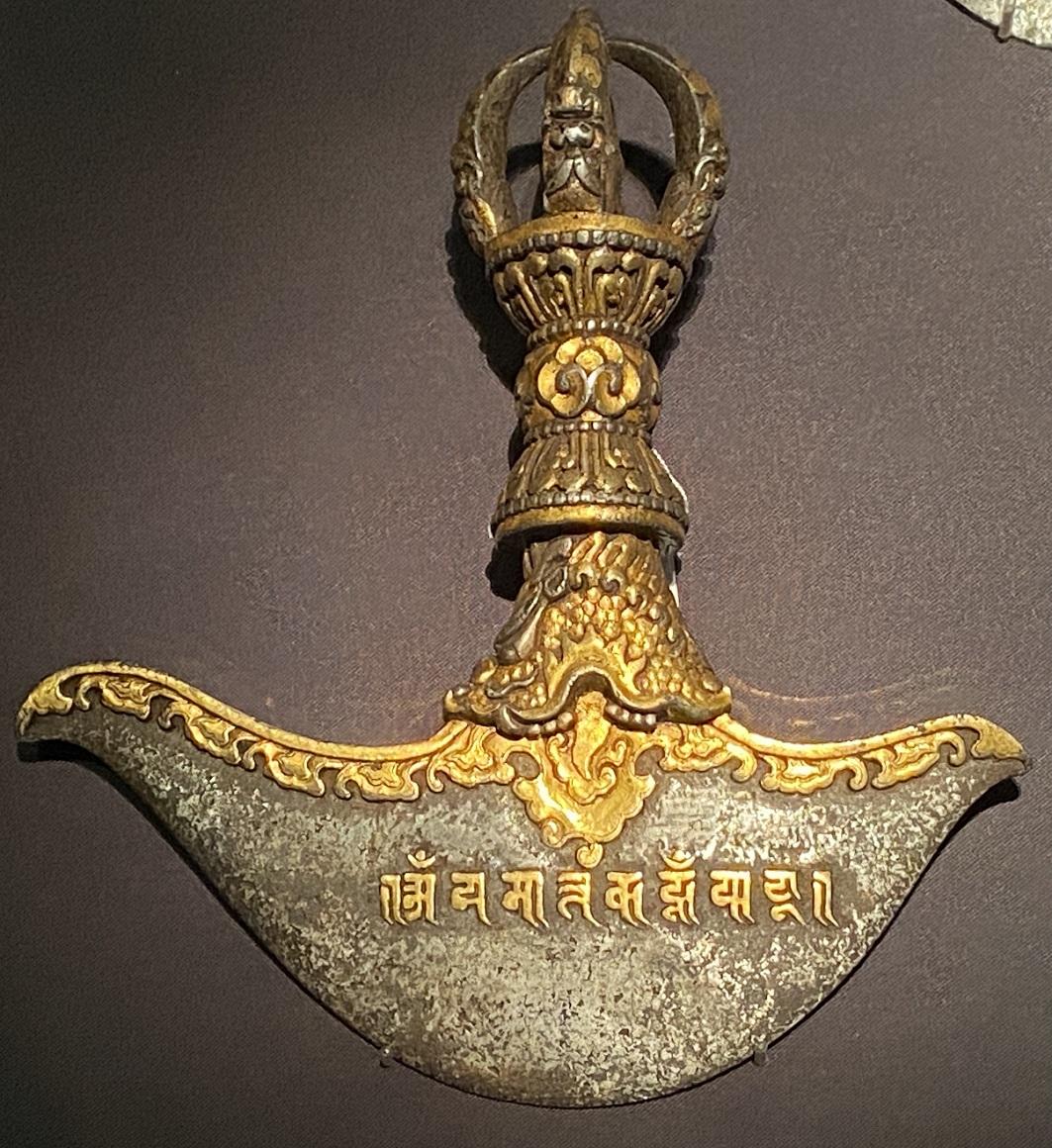 鉄鋄金鉞刀-特別展【七宝玲瓏-ヒマラヤからの芸術珍品】-金沙遺跡博物館-成都