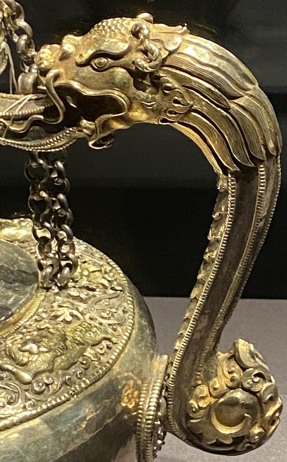 銀鎏金鏨花浄水壺-特別展【七宝玲瓏-ヒマラヤからの芸術珍品】-金沙遺跡博物館-成都