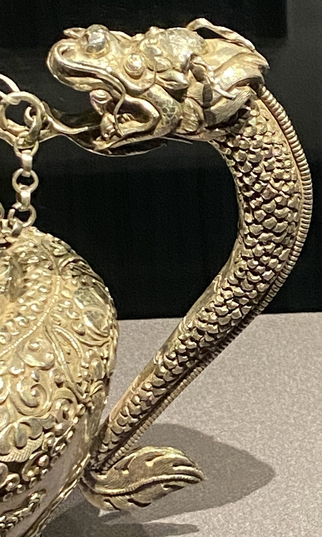 銀鏨龍紋浄水壺-特別展【七宝玲瓏-ヒマラヤからの芸術珍品】-金沙遺跡博物館-成都