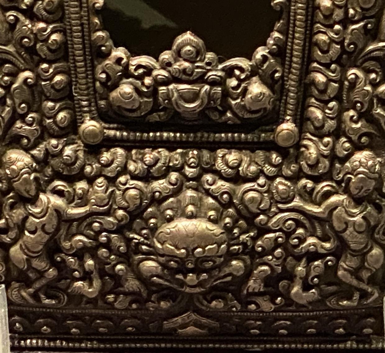 銀双龍紋仏龕式嘎嗚-特別展【七宝玲瓏-ヒマラヤからの芸術珍品】-金沙遺跡博物館-成都