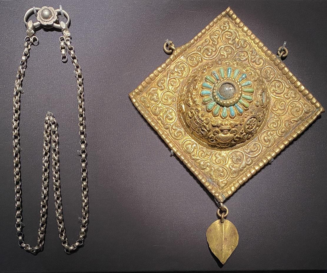 銀鎏金「栄耀の顔」瓔珞-特別展【七宝玲瓏-ヒマラヤからの芸術珍品】-金沙遺跡博物館-成都