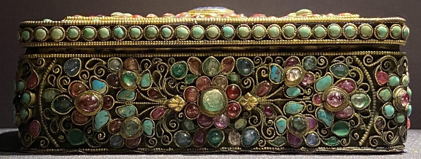 銀鎏金嵌宝石盒-特別展【七宝玲瓏-ヒマラヤからの芸術珍品】-金沙遺跡博物館-成都