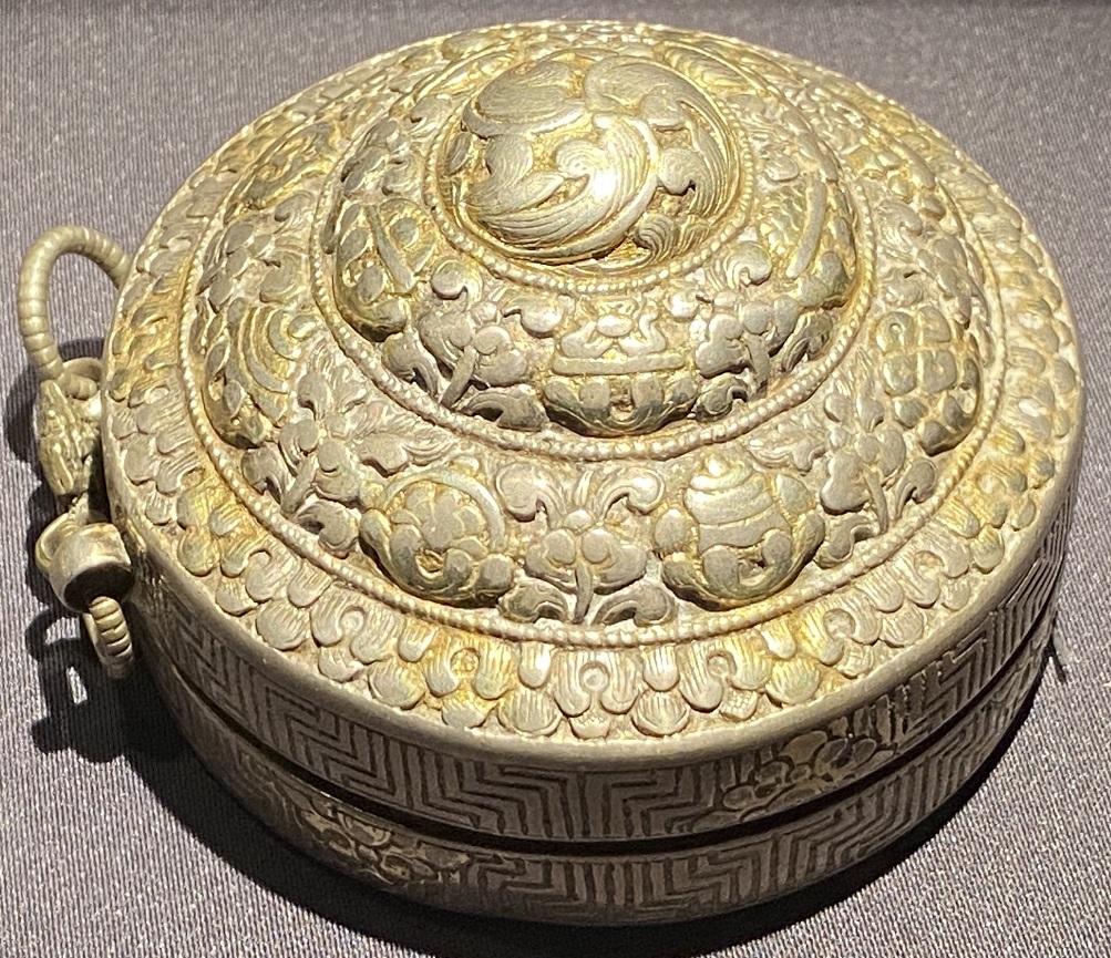銀鎏金塔式盒-特別展【七宝玲瓏-ヒマラヤからの芸術珍品】-金沙遺跡博物館-成都