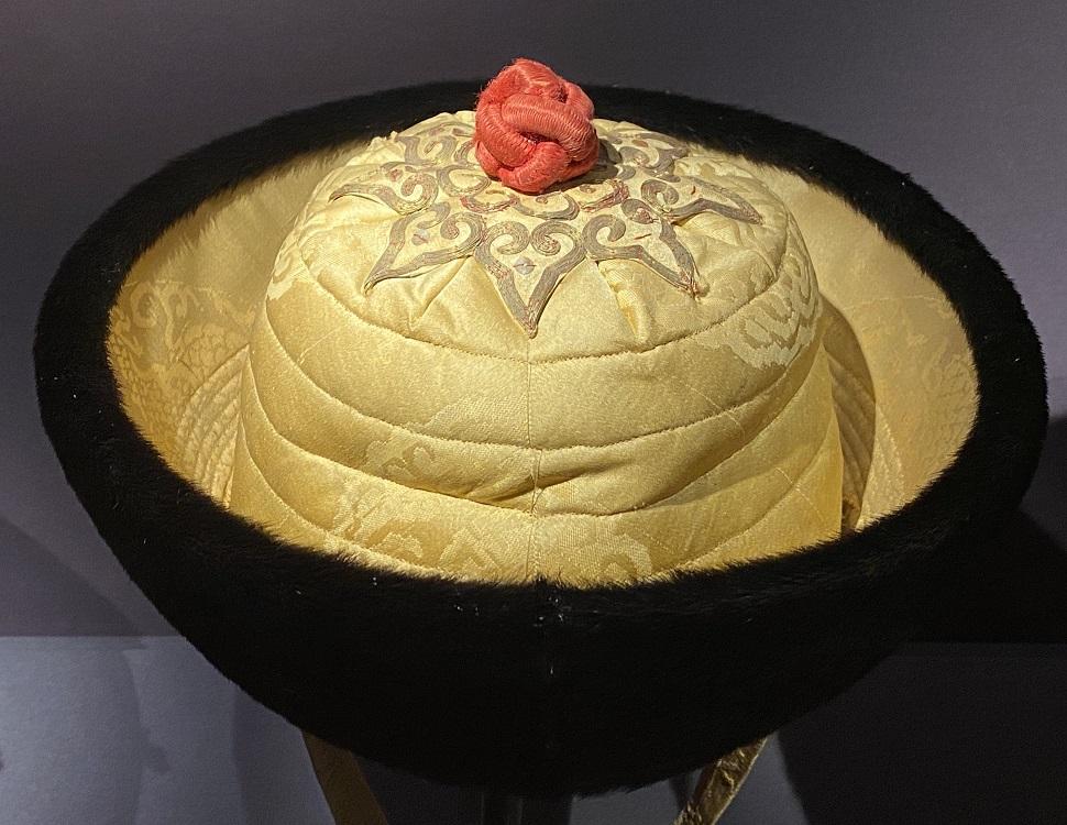 皮質黄緞官帽-特別展【七宝玲瓏-ヒマラヤからの芸術珍品】-金沙遺跡博物館-成都