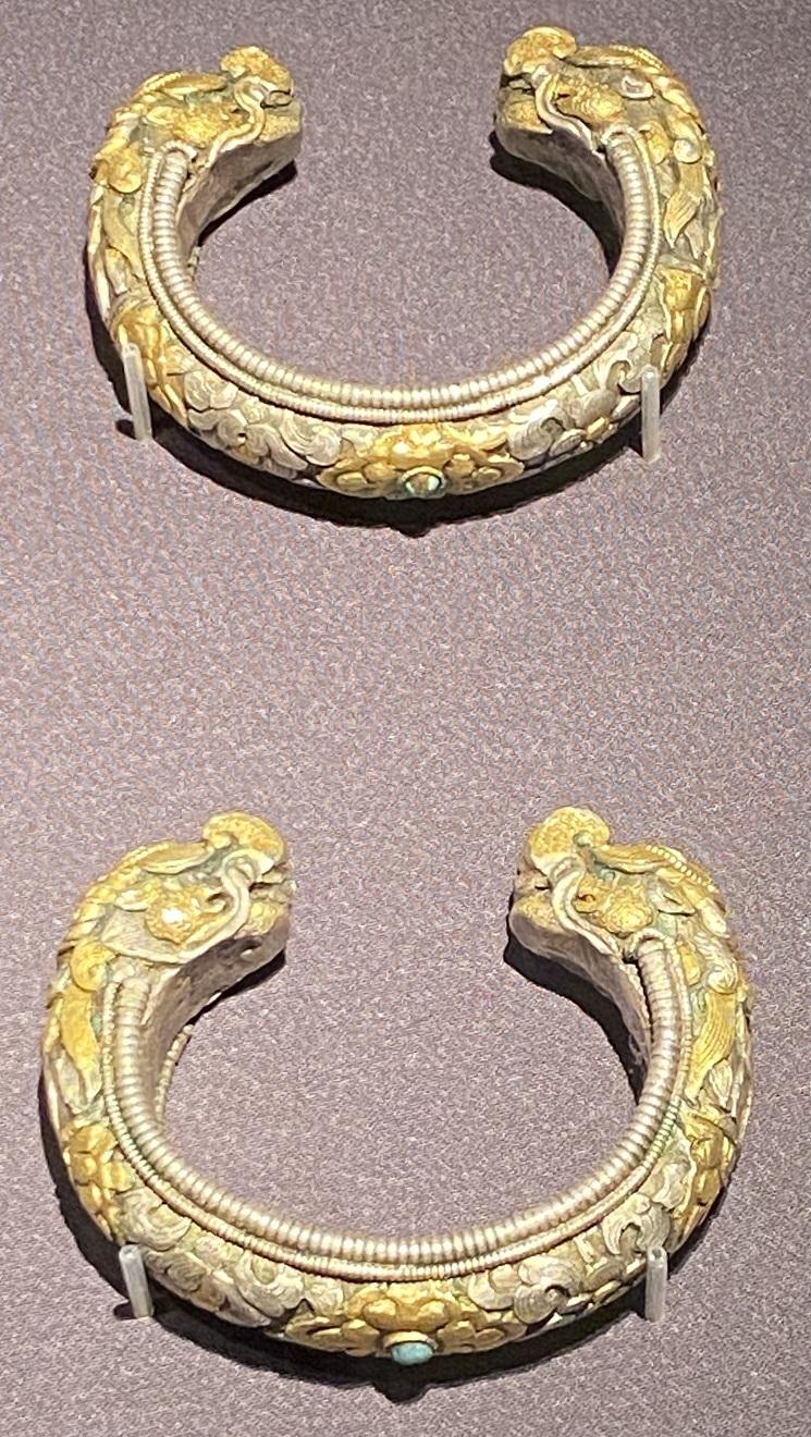 銀鎏金龍首手鐲-特別展【七宝玲瓏-ヒマラヤからの芸術珍品】-金沙遺跡博物館-成都