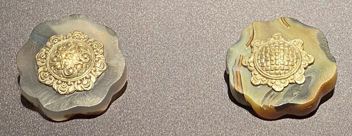 八瓣花-銀鎏金釦飾-特別展【七宝玲瓏-ヒマラヤからの芸術珍品】-金沙遺跡博物館-成都