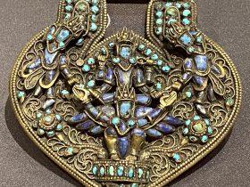 銅鎏金嵌宝石飾-特別展【七宝玲瓏-ヒマラヤからの芸術珍品】-金沙遺跡博物館-成都