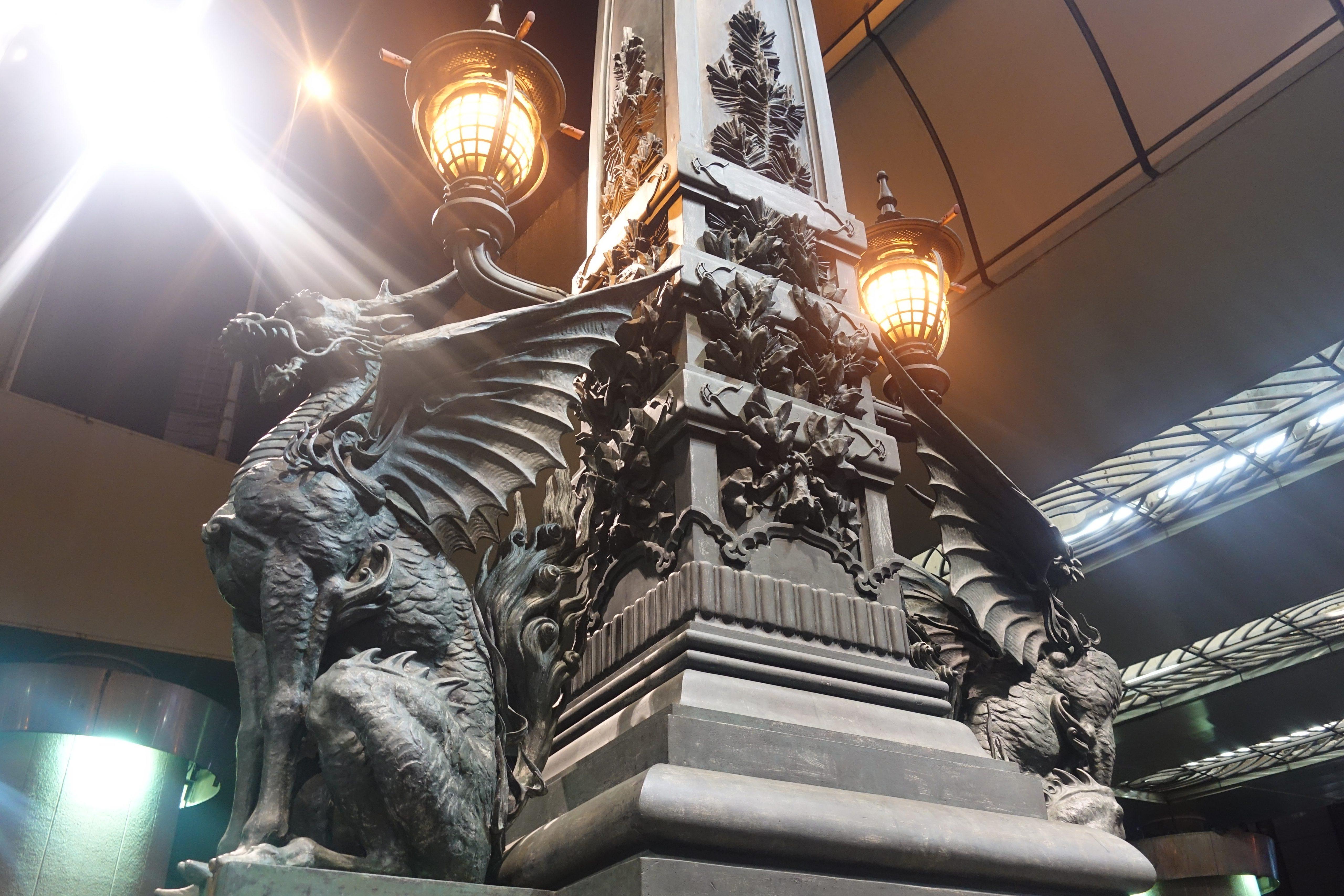 日本橋にある翼のついた麒麟の像-中央区-東京都