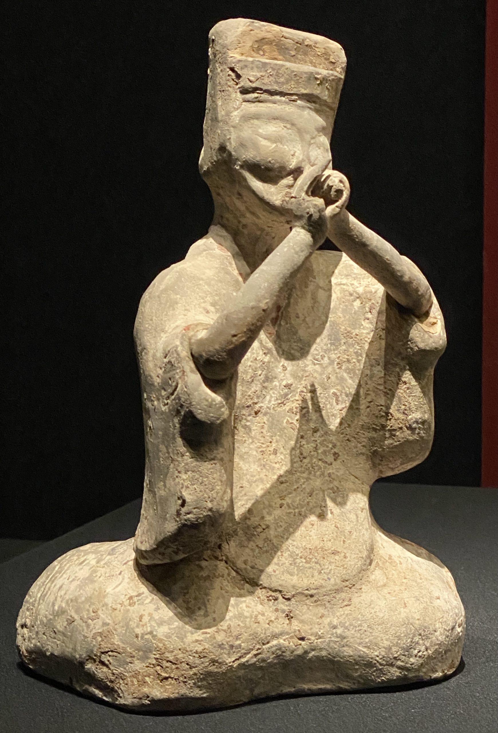 彩絵陶伎楽俑-【列備五都-秦漢時代の中国都市】-成都博物館-四川成都