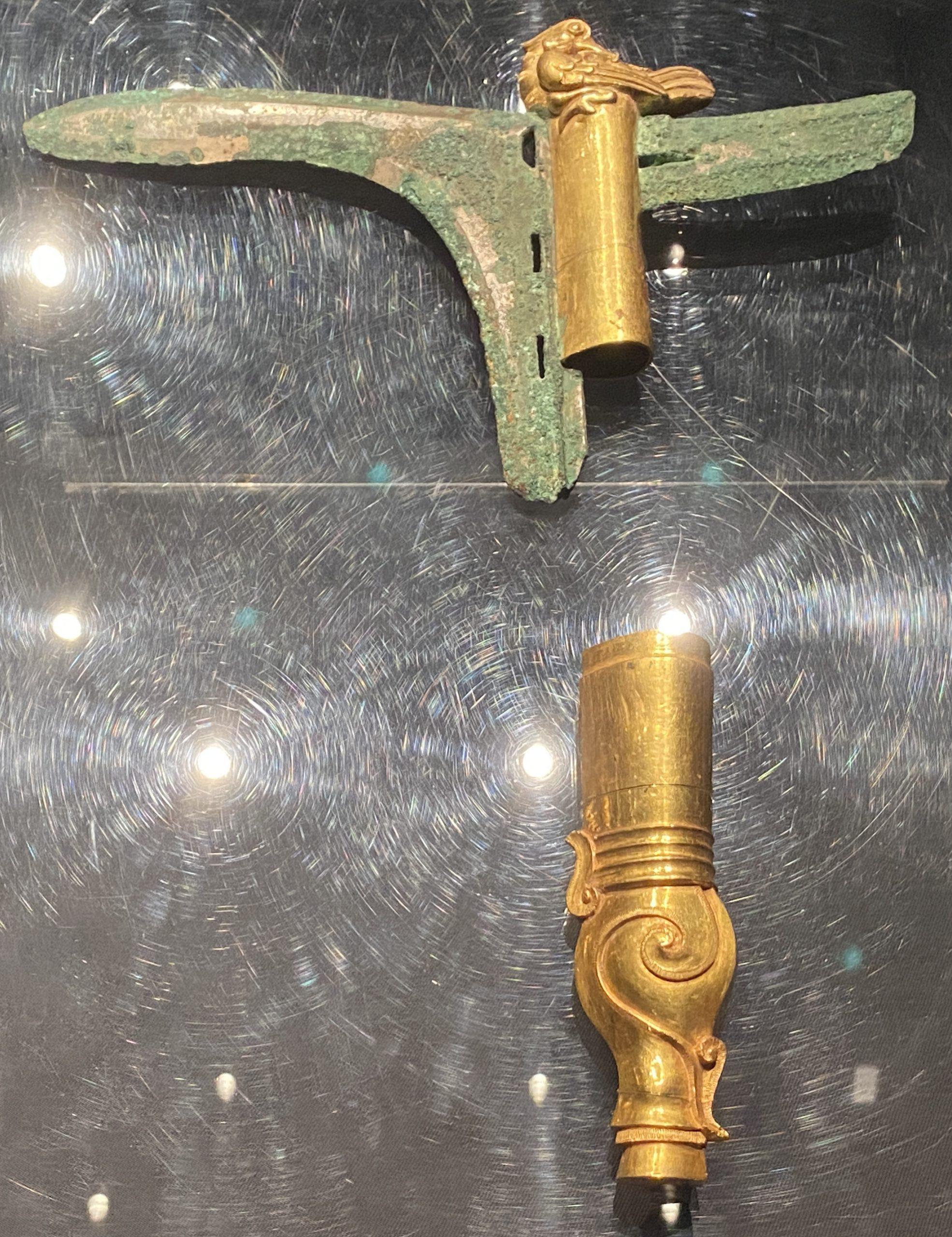 金鐏銅戈-【列備五都-秦漢時代の中国都市】-成都博物館-四川成都