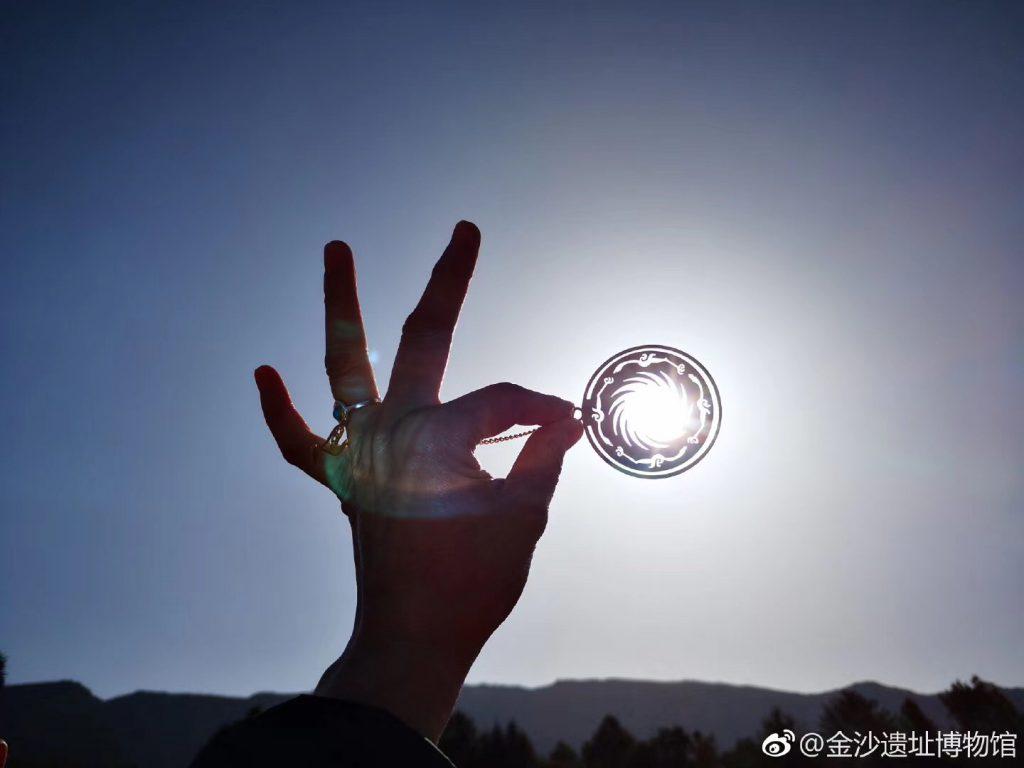 ゴンガスノーマウンテンの太陽神鳥-四川成都