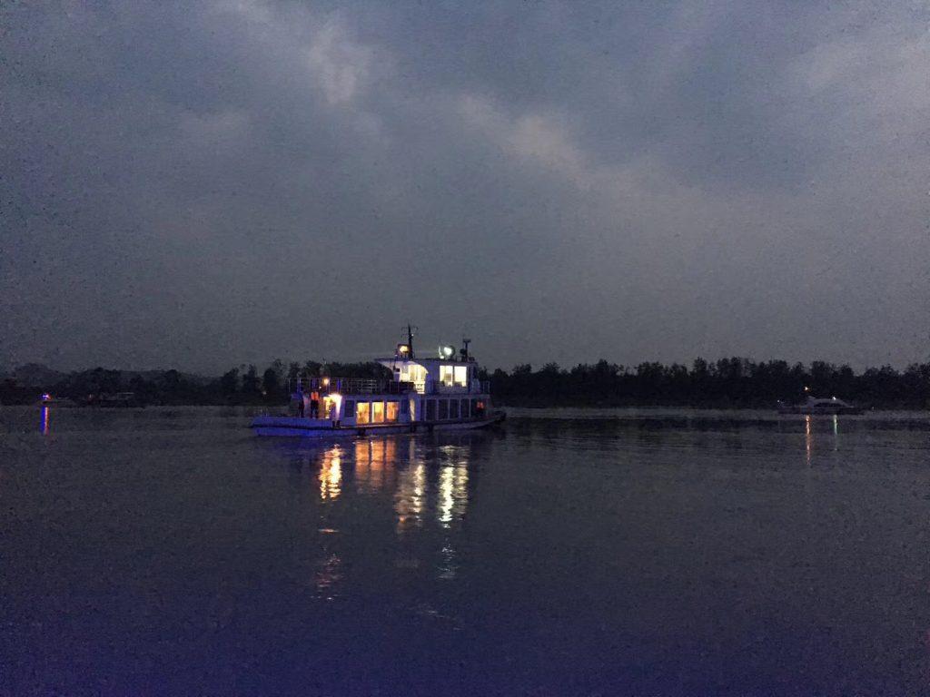 夜遊樂山大佛+臥佛夜景-四川楽山-撮影:姚雪