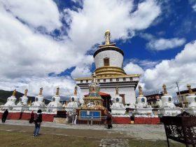 鄧登曲登仏塔-降魔塔-色柯鎮-色達県-カンゼ・チベット族自治州-撮影:盧丁
